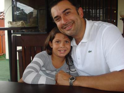 Valeria y el cirujano plástico Christian Aaron Rivera-Paniagua.
