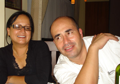 La periodista Lilliana Mora y el chef chileno Alonso Barraza.