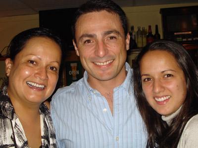 Lilliana y Oscar Mora con María Fernanda Guzmán.