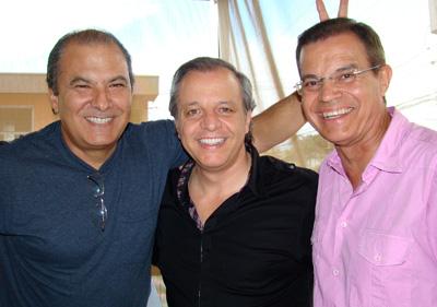 Alfredo Moreno, Alberto Plaza y el periodista espaol Juan Bautista Serrano en la terraza de Estación Atocha.