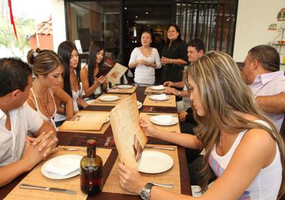 Las modelos colombianas disfrutaron de la buena comida española.